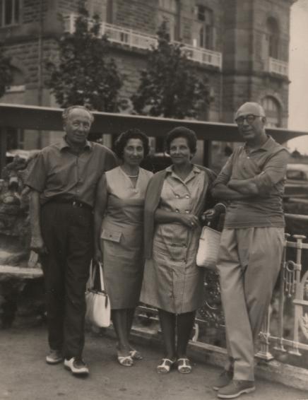 El Dr. Calin y señora, de Bristol, Inglaterra, con el matrimonio Sáenz de Pipaón, San Sebastián, septiembre 1964.